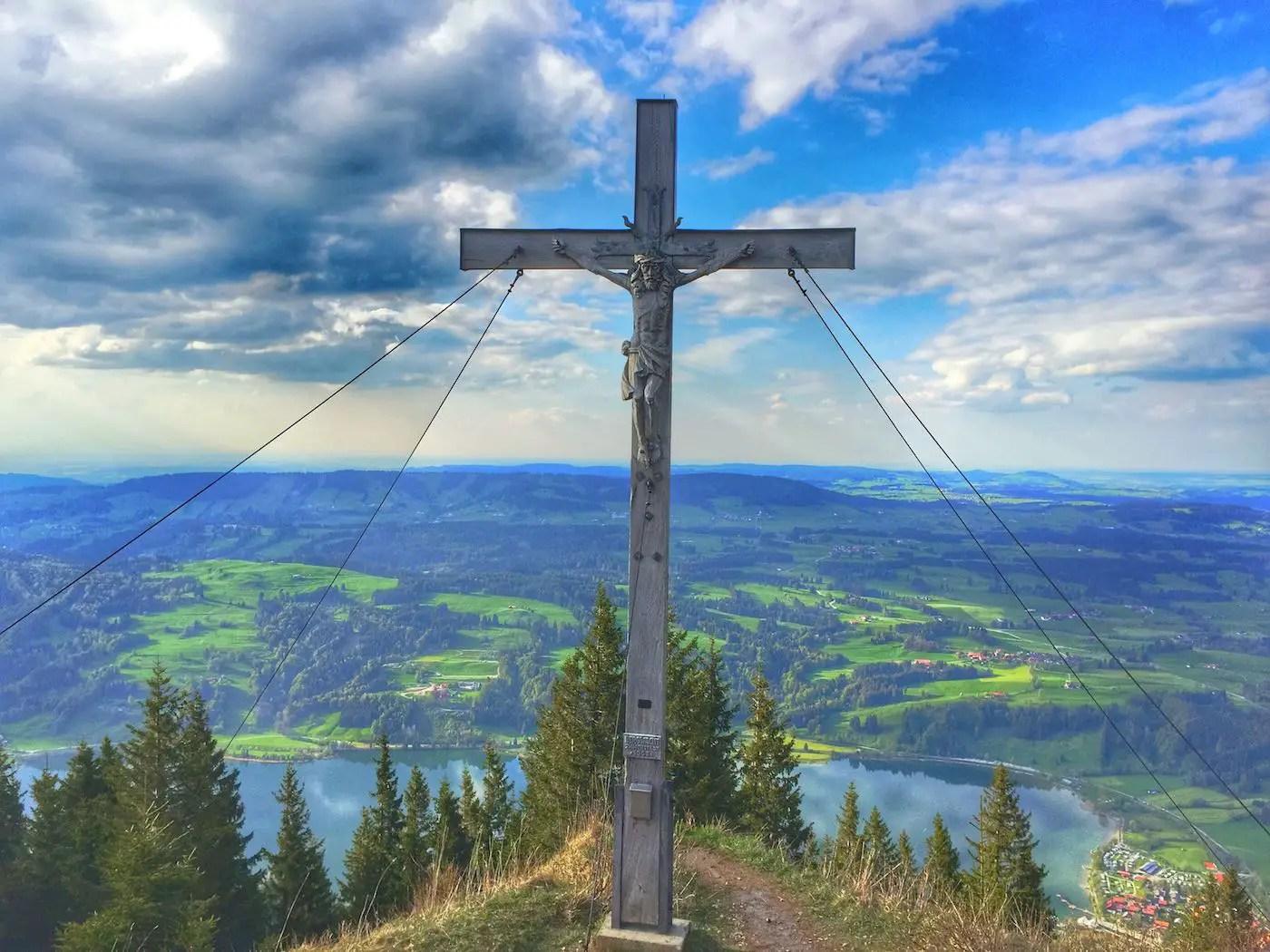 Immenstädter Horn Gipfelkreuz mit Alpsee