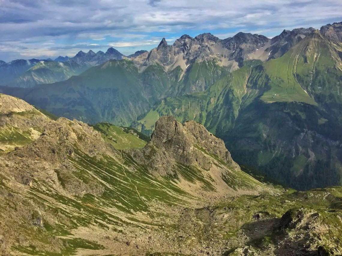 Blick hinunter zum Krumbacher Höhenweg