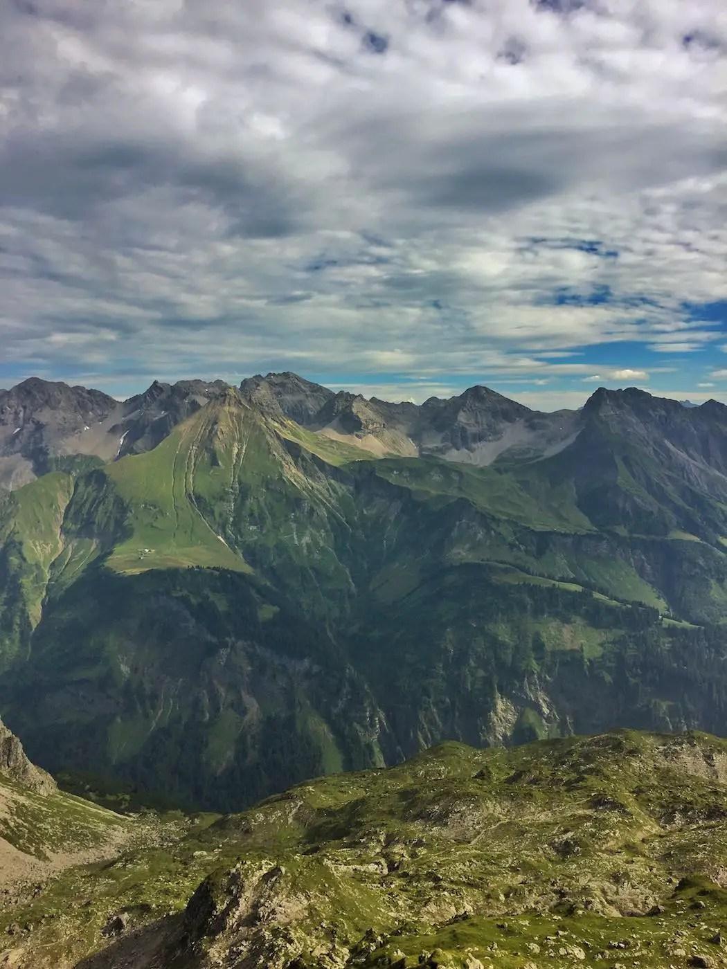 Blick vom Einstieg zum Mindelheimer Klettersteig in Richtung Enzianhütte und Rappenseehütte