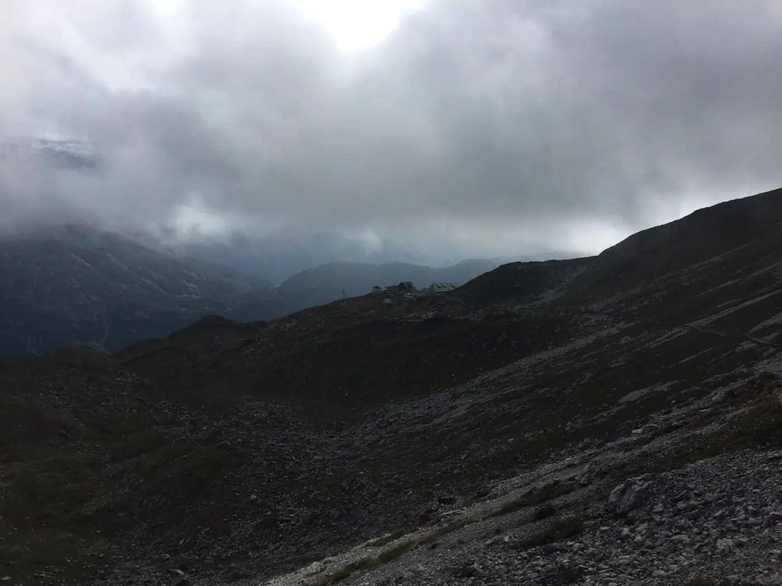 Abstieg zur Mindelheimer Hütte im Nebel