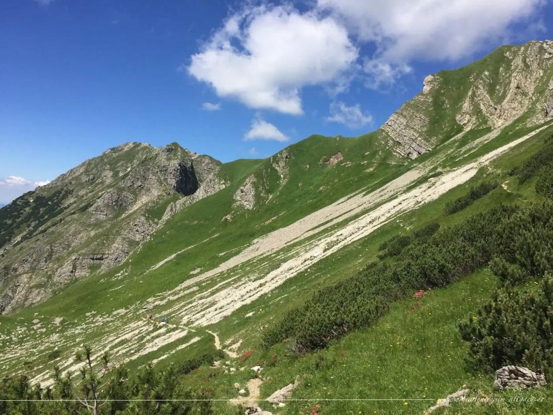 Oberhalb des oberen Gaisalpsee, Abstieg mit Blick zurück zum Entschenkopf