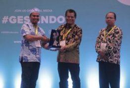 Dedikasi di Bidang Pendidikan, Rektor UNM Dapat Penghargaan dari IGI