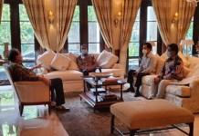 Gubernur Sulsel Nurdin Abdullah dan Pj Wali Kota Makassar temui Pendiri Trans Group Chaerul Tanjung. (Dok. Foto Humas Pemprov Sulsel).