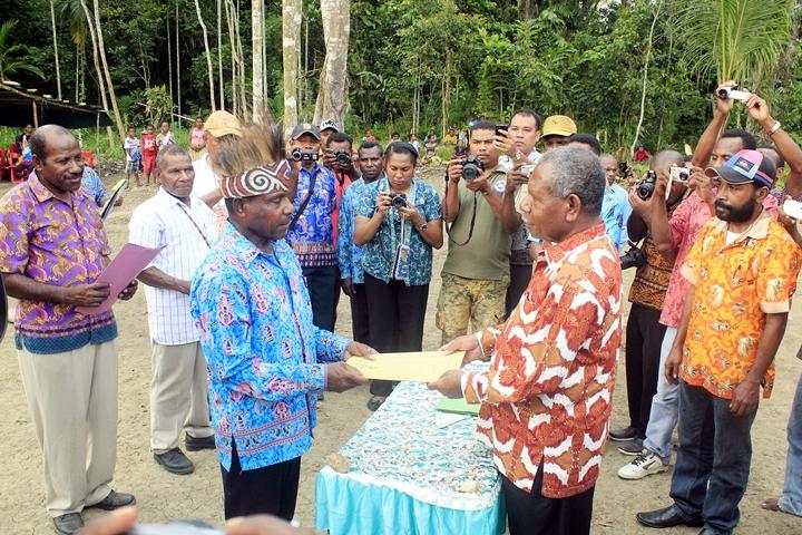 Kabupaten Jayapura Berikan Insentif Kampung Berprestasi