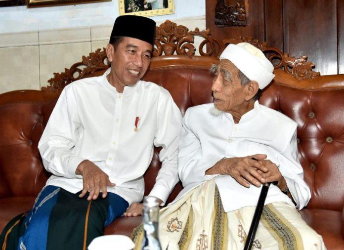 Presiden Joko Widodo (Jokowi) menyampaikan belasungkawa atas berpulangnya K.H. Maemun Zubaer.
