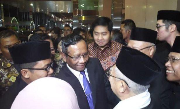 Momen saat Mahfud MD bertemu dengan Ma'ruf Amin.