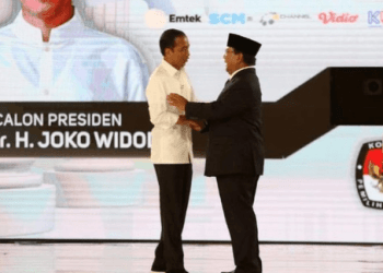 Jokowi dan Prabowo saat usai debat Capres.