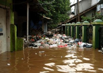 Luapan sungai Ciliwung yang menyebabkan banjir di Jakarta.