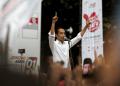 Capres Nomor Urut 01 Joko Widodo menyampaikan pidato saat kampanye Karnaval Indonesia Satu di Tangerang, Banten, Minggu (7/4/2019).