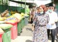 Susi Pudjiastuti  mengunjungi penanganan sampah berbasis masyarakat di Desa Tembokrejo, di kawasan Pelabuhan Muncar, Banyuwangi.