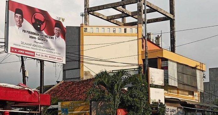 Baliho kemenangan Jokowi-Ma'ruf di Jalan Gotong Royong, RT 3 RW 4 Kelurahan Sewu, Kecamatan Jebres, Solo, Selasa (30/4/2019).