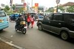 20130404 Pejalan kaki menyebrang jalan 03