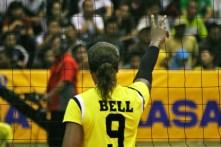 Manokwari Valeria mengangkat tangan memberikan simbol sportifitas pada para pemain
