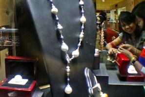 20130511 AljonAliSagara_Indonesia Jewelry Fair 2013 04