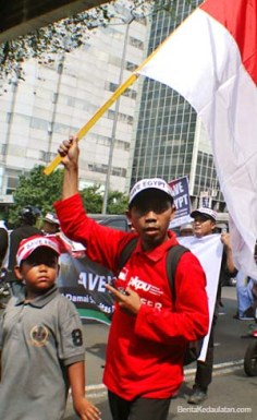 Bendera Merah Putih simbol solidaritas. (Aljon Ali Sagara / BeritaKedaulatan.com)