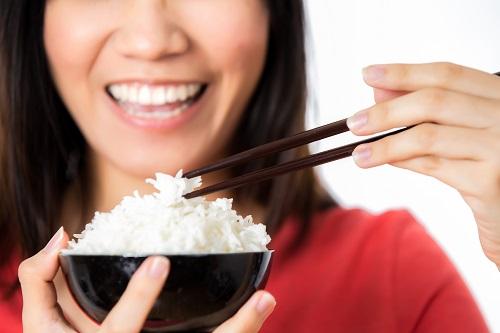 15-Ini-Dia-Kenapa-Alasan-Makan-Nasi-Tidak-Boleh-Berlebihan.jpg