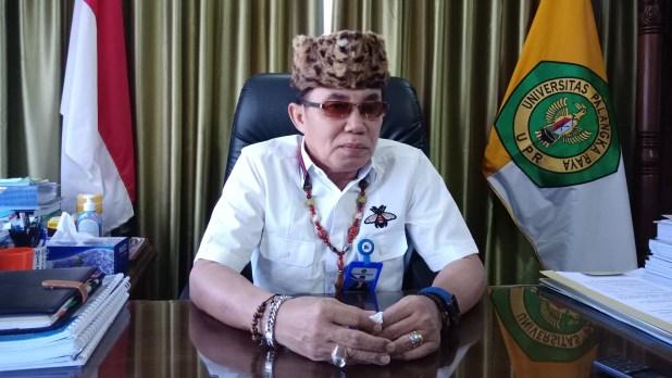 Rektor Universitas Palangka Raya (UPR) Dr. Andrie Elia Embang, SE., M.Si.