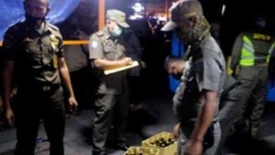 Photo of Langgar Pergub, Pol PP TNI/Polri Sita Ribuan Miras Di Jakarta Barat