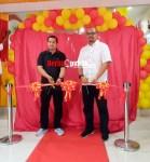 (Peresmian Gerai Kelapa Gading) Tampak pada gambar Retail Regional Manager Indosat Ooredoo, Irfan Aulya Ridho Siregar (kiri) dan Vice President PT Erajaya, Agung Wijanarko (kanan).