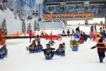 Suasana Pengunjung sedang Menikmati Wahana di Trans Snow World Juanda, Bekasi