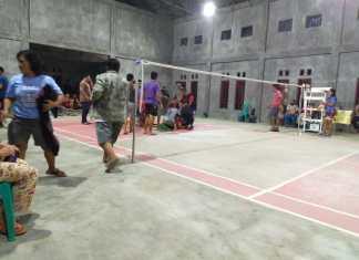 IST/BERITA SAMPIT - Suasana saat almarhum jatuh pingsan di tengah lapangan badminton.