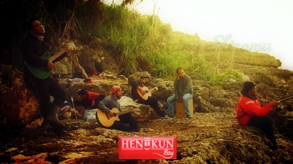 Heniikun Bay di videoklip Rung Wani Nembung. (Dok. Istimewa)