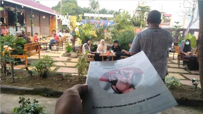 Suasana acara peluncuran buku antologi puisi 'Indonesia Sakti, Pusaka Kusayang' karya 75 pelajar se-Pasbar, pada Sabtu 23 Januari 2021 di Cafe Seven, Simpang Empat, Pasaman Barat.