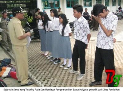 015 - Keluyuran Saat Jam Kerja, sejumlah Pelajar Dan PNS Terjaring Rajia