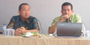 Ir. Anafrizal (kanan) dan Sekcam Ciputat Timur