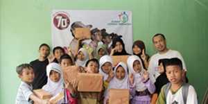 Rumah Cerdas Indonesia Alamat Kantor: Ruko Bukit Nusa Indah no. 19 Serua, Ciputat – Tangerang Selatan Telp. 021-9432 1522 – WA/LINE/Call Centre: 0813-2832-0175 Website: http://rumahcerdas.or.id E-mail: rumahcerdas.id@gmail.com