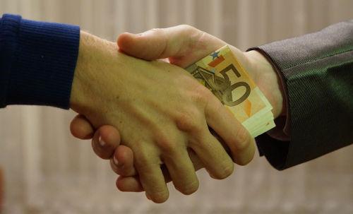 Ett oskyldigt handslag