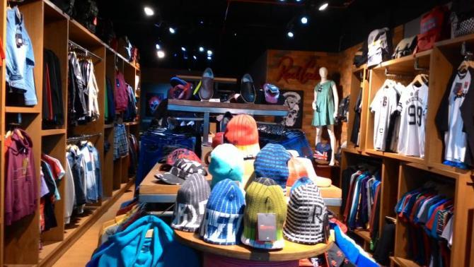 Sejarah clothing dan distro di indonesia