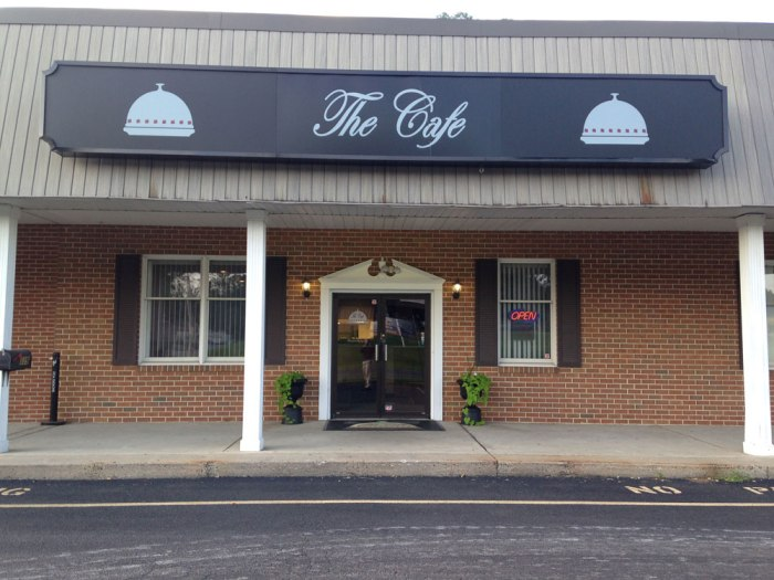 cafe-at-maple-springs-door