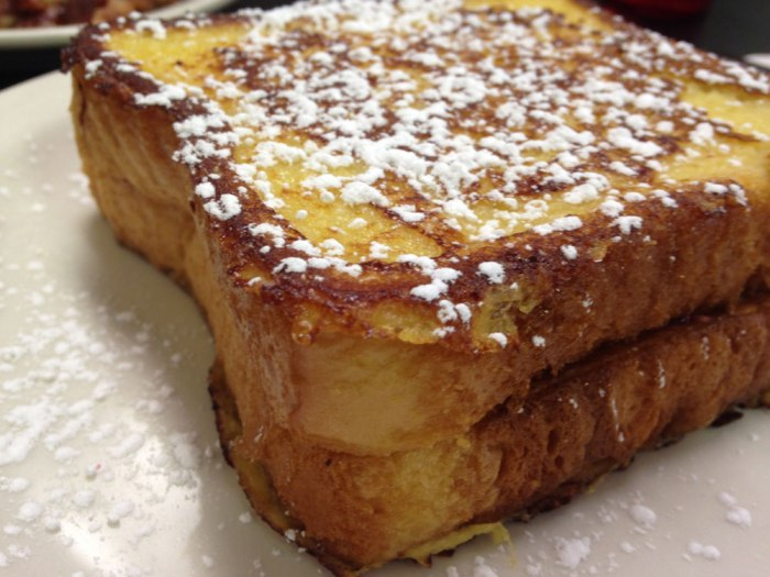 williams-familiy-restaurant-stuffed-french-toast
