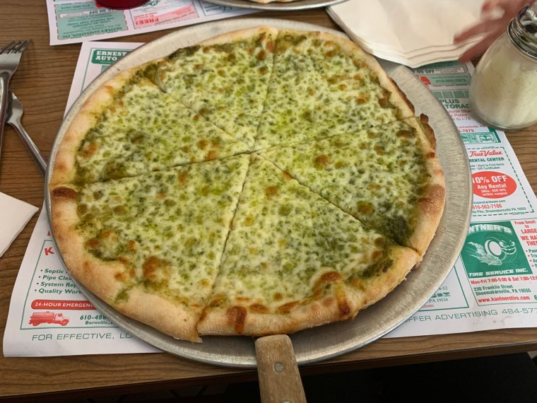 A personal, 10-inch pesto pizza from Pizza Como in Hamburg