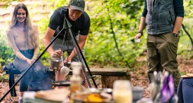 foraging class oxfordshire, foraging with kids, wild cooking class, outdoor cooking class