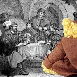 """© Dr. Ursula Fellberg: Der Bär """"Martin Luther"""" mit unserer Luther Bibel und vor einen Bild im Gasthof Schwarzer Bär in Jena zusammen mit unserem kleinen Grizzlybären von Steiff."""