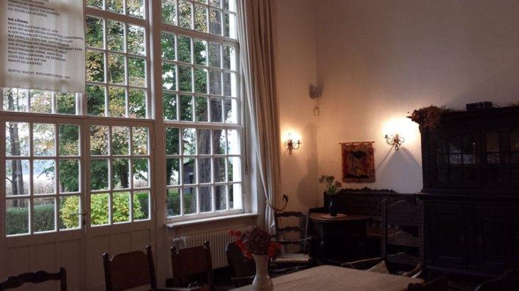 Stuen i Brecht Haus Buckow. Foto: Rikke Lyngsø