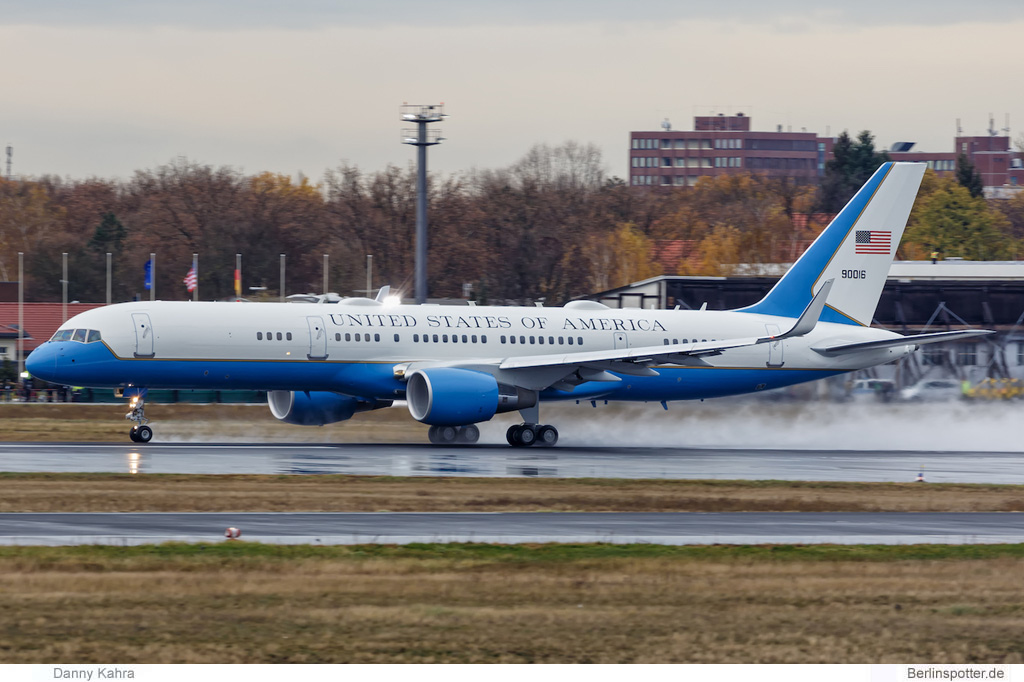 US Air Force Boeing VC-32A 09-0016