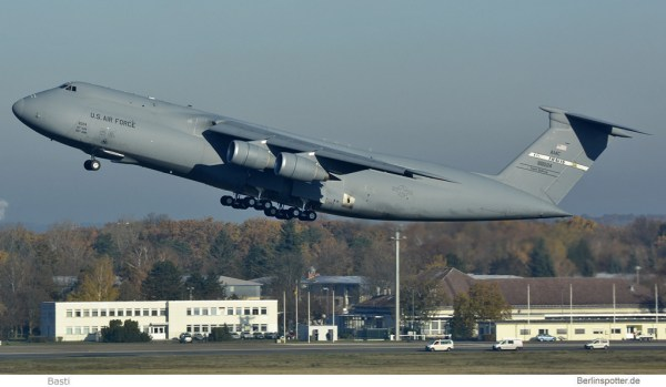 US Air Force Lockheed C-5M Galaxy 86-0024 (TXL 14.11. 2016)