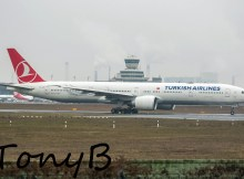 Turkish Airlines Boeing 777-300ER TC-JJK (TXL 23.12. 2016)