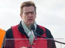 Carsten Mühlenfeld spricht am 23.10. 2015 anlässlich der abgeschlossenen Bahnsanierung in SXF (© O. Pritzkow)