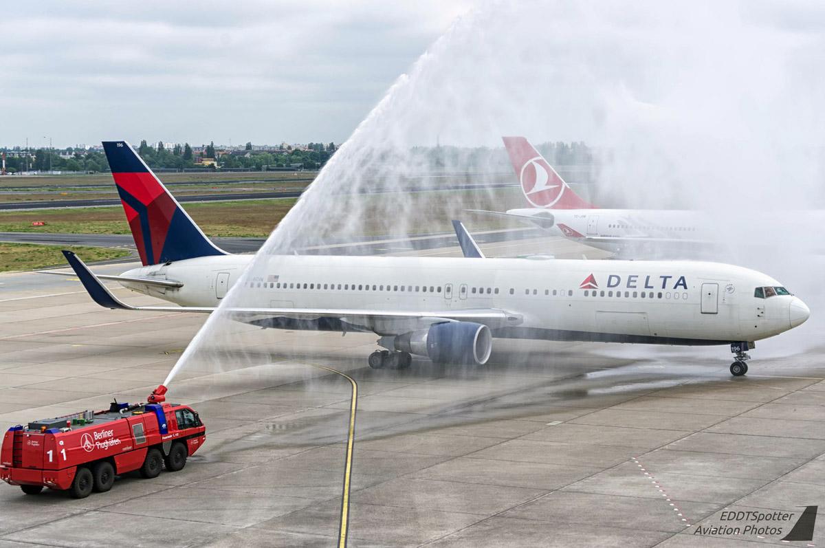 Delta Air Lines Boeing 767-300ER N196DN