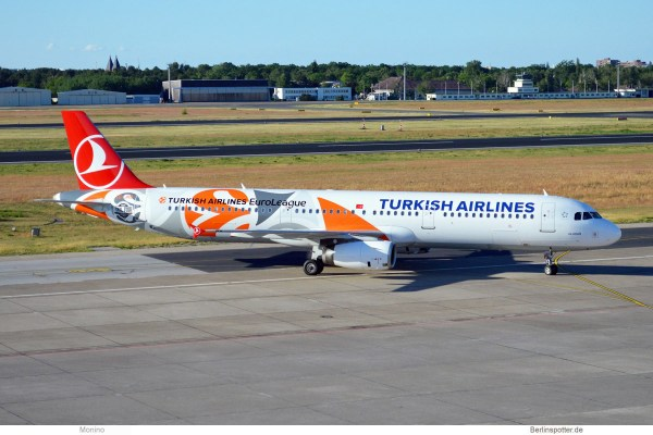 Turkish Airlines, Airbus A321-200 TC-JRO, EuroLeague-Bemalung (TXL 2.6. 2017)