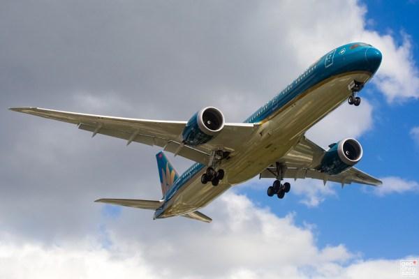 Vietnam Airlines, Boeing 787-9 VN-A868 (TXL 5.7. 2017)