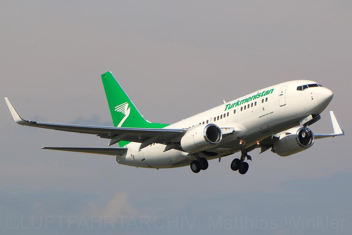 Turkmenistan Airlines Boeing 737-700(WL) EZ-A007
