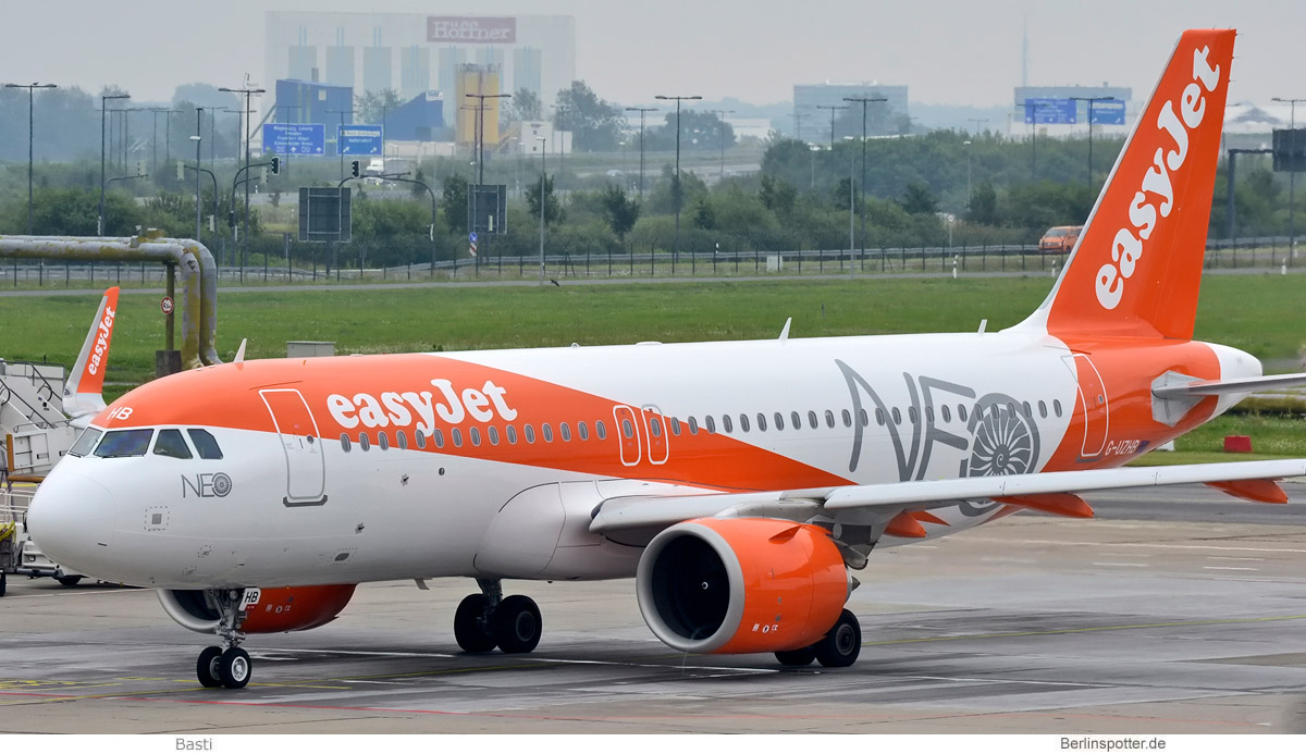 easyJet Airbus A320neo G-UZHB