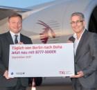 V.l.n.r.: Frédéric Gossot (Qatar Airways Country Manager von Deutschland, Österreich und der Schweiz) und Elmar Kleinert (Geschäftsleiter Operations, Flughafen Berlin Brandenburg GmbH).