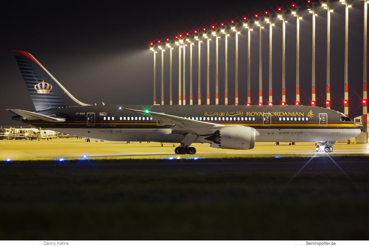 Royal Jordanian Boeing 787-8 Dreamliner JY-BAA