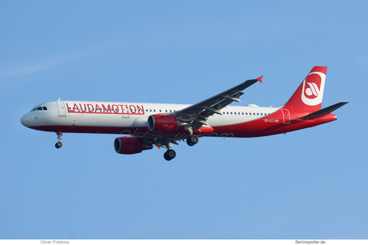LaudaMotion Airbus A321-200 OE-LCJ
